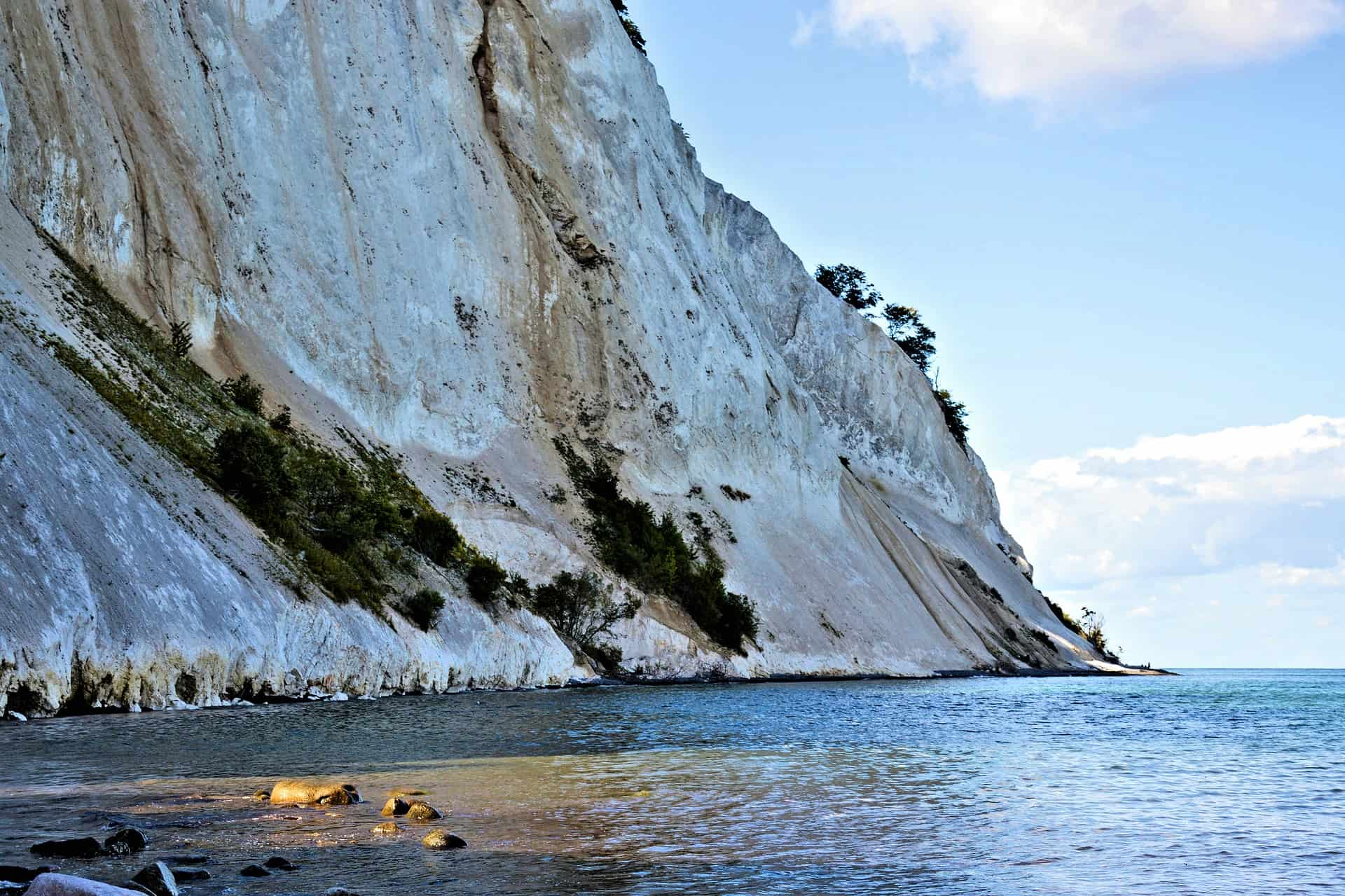 The highest point of Møns Klint is 143 meters. The pebble beach below can be reached via a number of steep stairs.