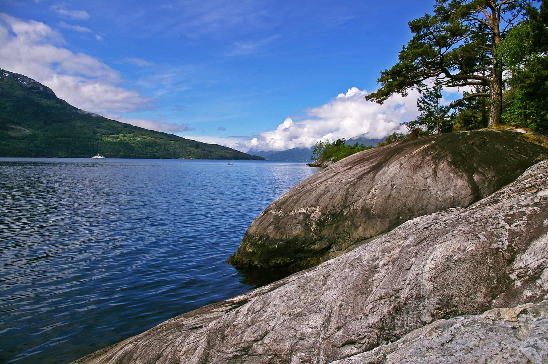 The beautiful Hardangerfjord is a true paradise for lovers of nature, hiking and mountain climbing.