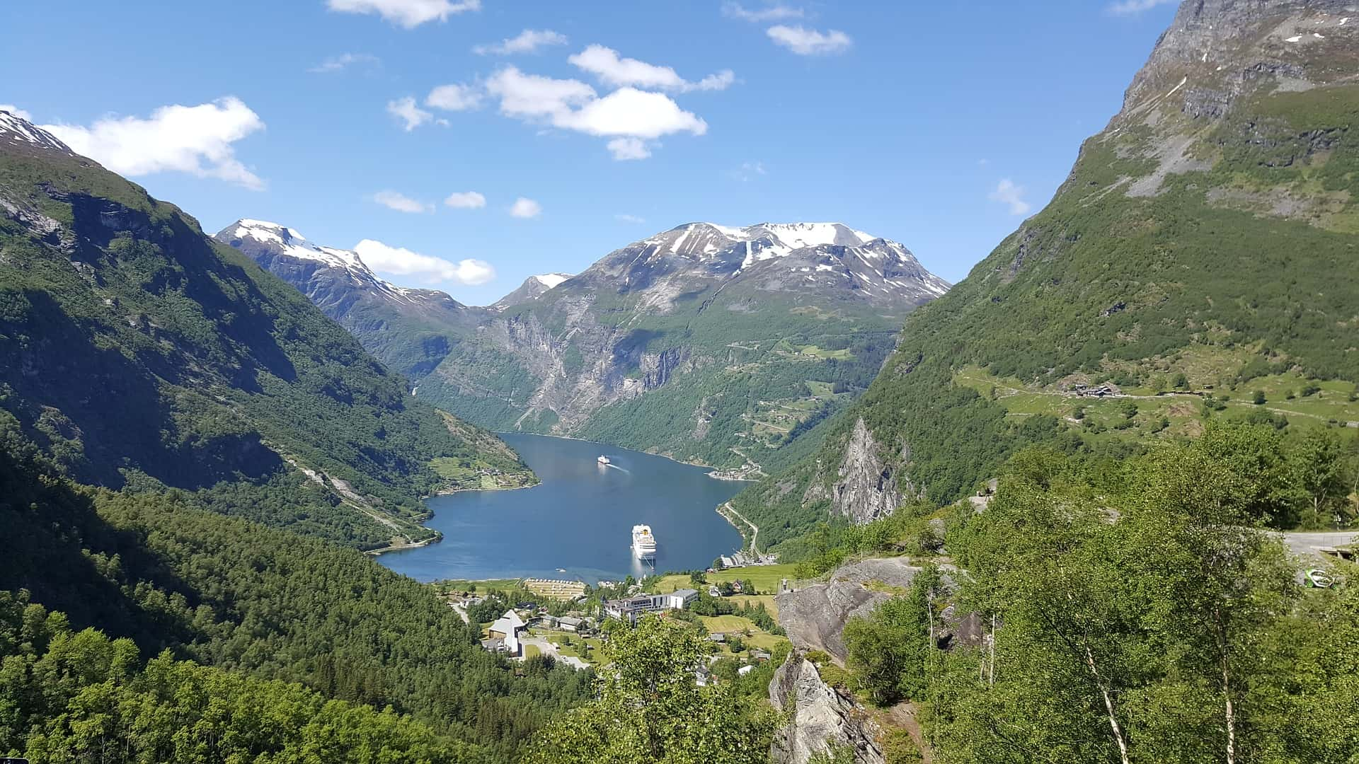 In the Geirangerfjord you can see some of the most famous waterfalls in the area, including the Bridal Fall and the Seven Sisters.