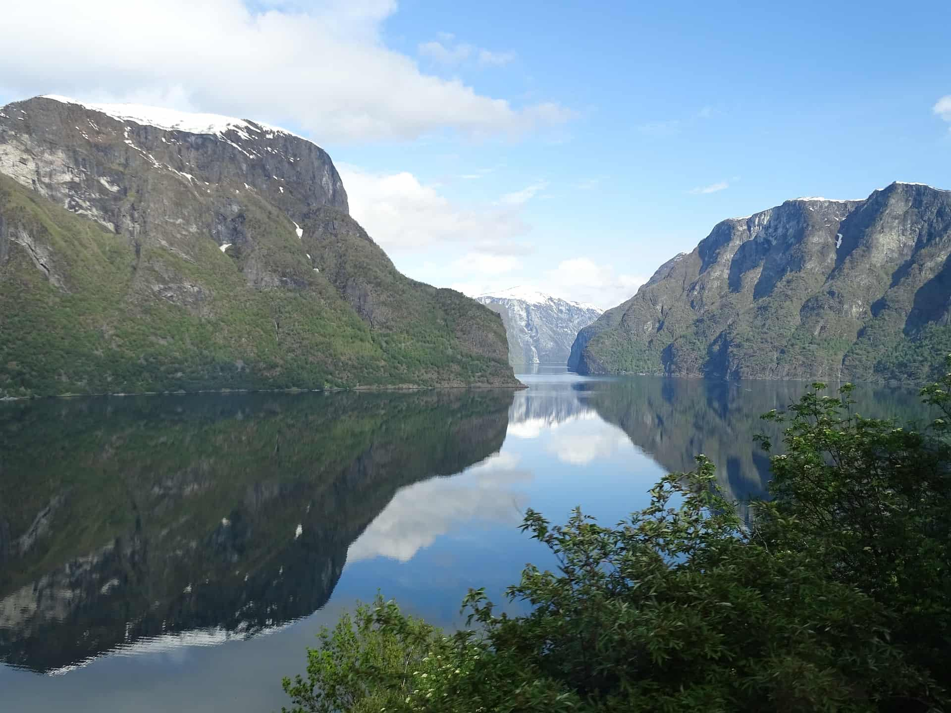 The Sognefjord is the longest fjord system in Norway. It sails 206 km inland, from the islands in the west to Skjolden, at the foot of the Jotunheims, in the east.