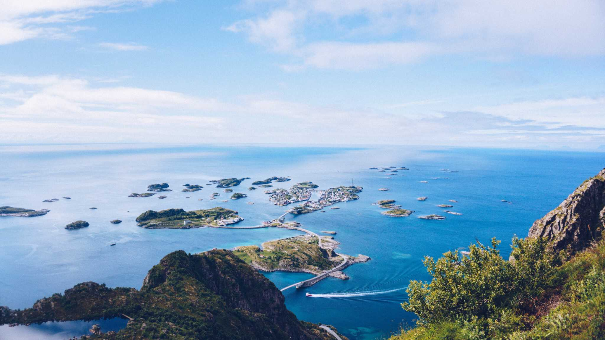 There are four lookout and rest points on the route, the combination of architecture and nature make these points definitely worthwhile. Many of these locations are also popular among local fishermen.