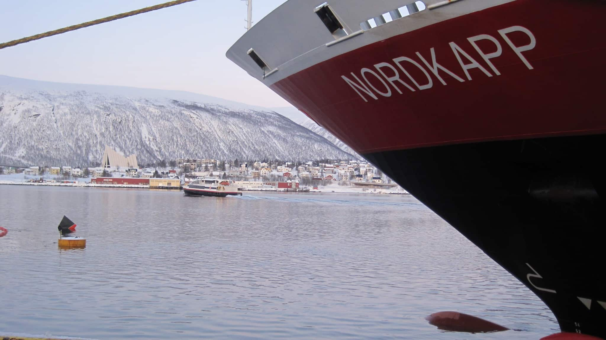 Thanks to Hurtigruten you can easily discover all that the Norwegian coast has to offer: from fjords and iconic cities to the northern lights and the midnight sun.