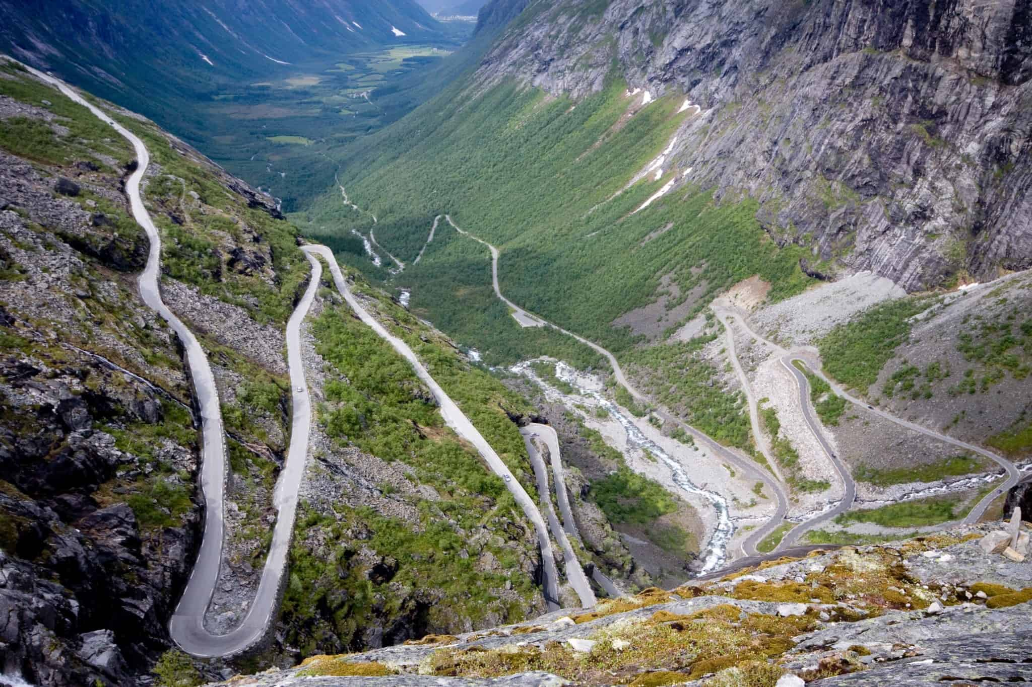 Norway has great fjords and breathtakingly beautiful car routes. It is therefore not a punishment to spend an entire day in the car.