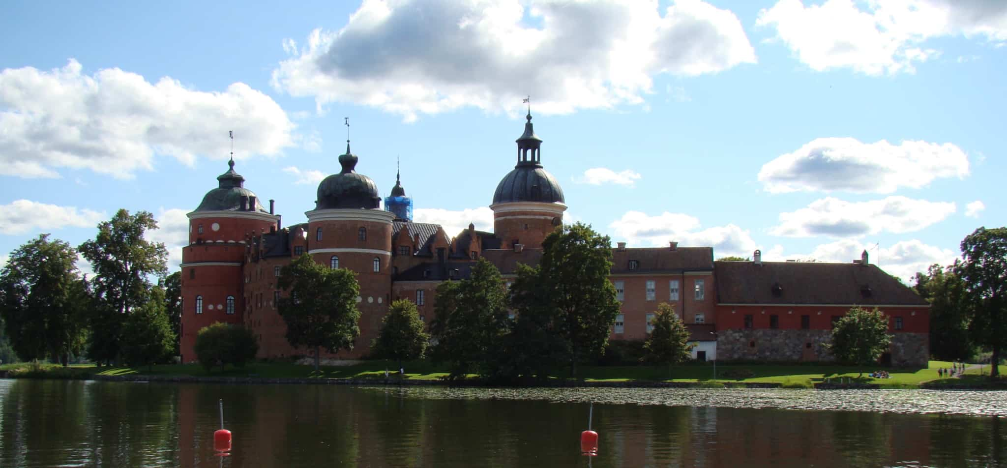 Gripsholm Castle was founded by Gustav Vasa himself in 1537. Here, among other things, one of Europe's best-preserved 18th-century theaters is housed in a circular Renaissance tower.