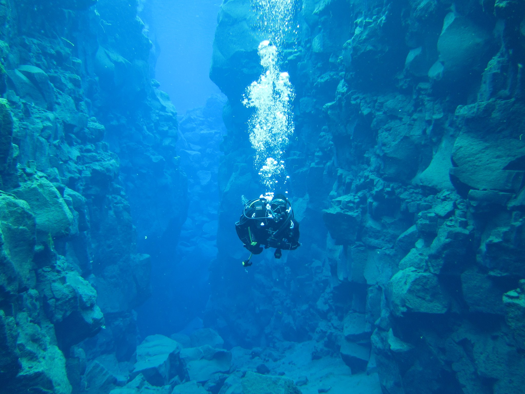 Snorkel between two earth plates or feel the vibrations of the earth while diving. Here you will find some of these beautiful places and diving schools in Iceland.